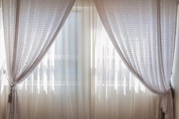 オーダーカーテンは好みの柄を選べるうえ安い!お洒落なオーダーカーテンで窓辺を模様替え